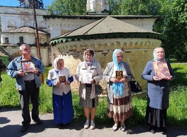 В день празднования Владимирской иконы Божьей Матери состоялись богослужения в Михайло-Архангельском монастыре Великого Устюга