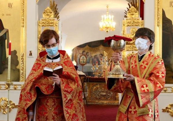 В день памяти апостола Симона Зилота студенты семинарии молились за воскресным богослужением