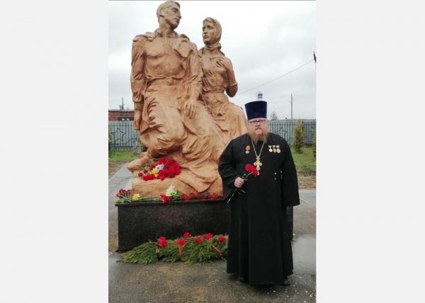 К братской могиле города Грязовца возложили цветы
