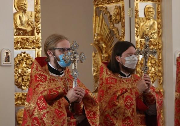 В воскресный день студенты семинарии приняли участие в богослужении в Воскресенском кафедральном соборе Вологды
