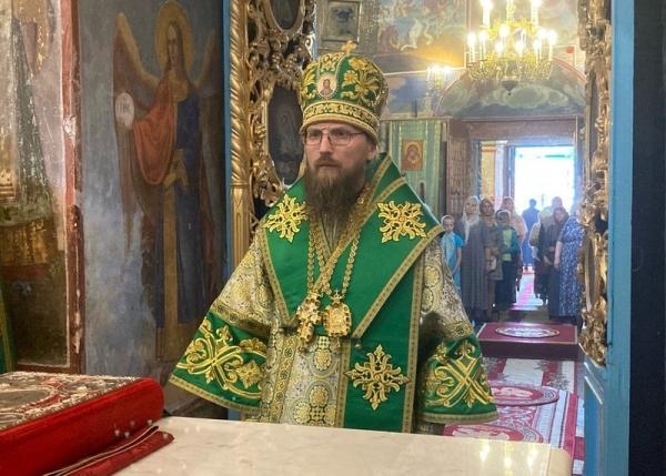 В Казанском храме Устюжны состоялось архиерейское богослужение