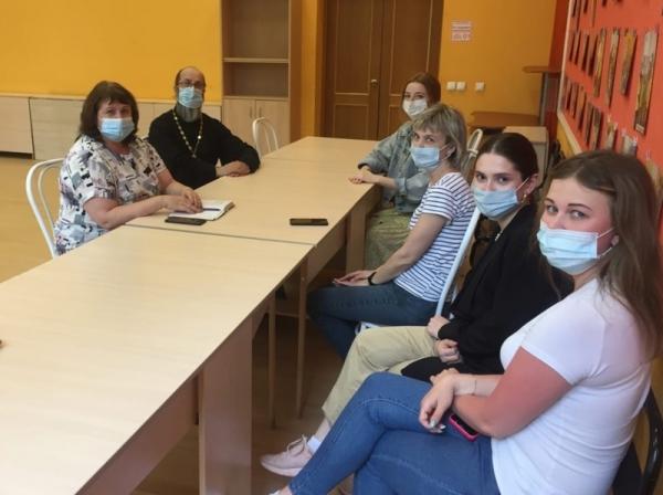 Сотрудники социального отдела Вологодской епархии провели рабочее совещание в Территориальном центре помощи семье и детям