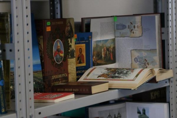 В библиотеке духовной семинарии открылась книжная выставка по случаю празднования 800-летия святого благоверного князя Александра Невского