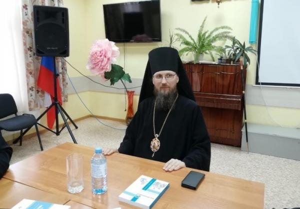 Епископ Игнатий возглавил круглый стол по итогам XXIX Международных образовательных чтений и Общецерковного форума социального служения