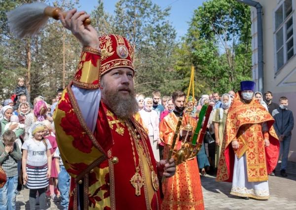 В Неделю о расслабленном митрополит Савва совершил Литургию в вологодском соборе Рождества Пресвятой Богородицы